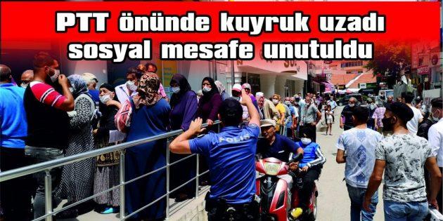 POLİS, SIRA BEKLEYENLERE SOSYAL MESAFE UYARISI YAPTI