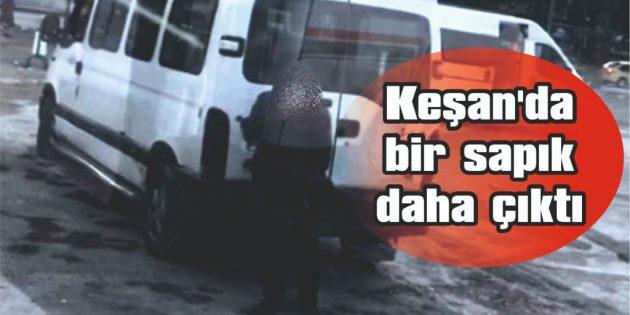 KADINLARA CİNSEL ORGANINI GÖSTERİP KAÇIYOR