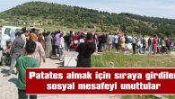 PATATES ALMAK İÇİN SIRAYA GİRDİLER SOSYAL MESAFEYİ UNUTTULAR