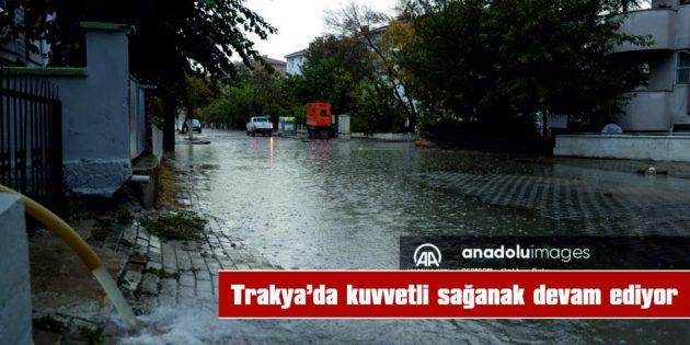 EDİRNE'DE EV VE İŞYERLERİNİ SU BASTI