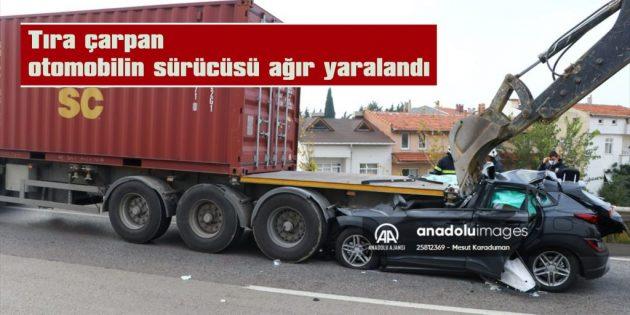 TIRIN ALTINA GİREN OTOMOBİL, İŞ MAKİNESİYLE ÇIKARILABİLDİ